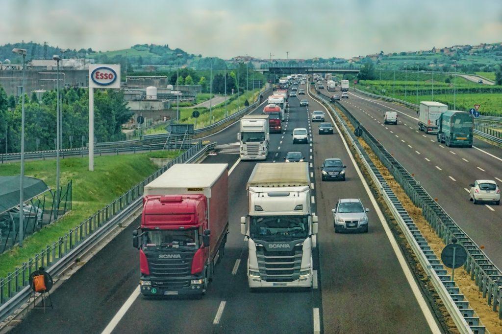 Na co zwrócić uwagę przy wyborze firmy transportowej?