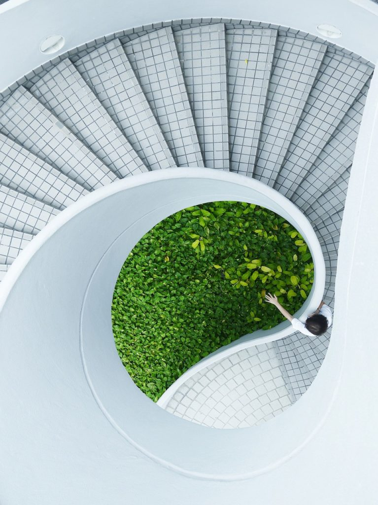 Estetyczne zabezpieczenie krawędzi schodów