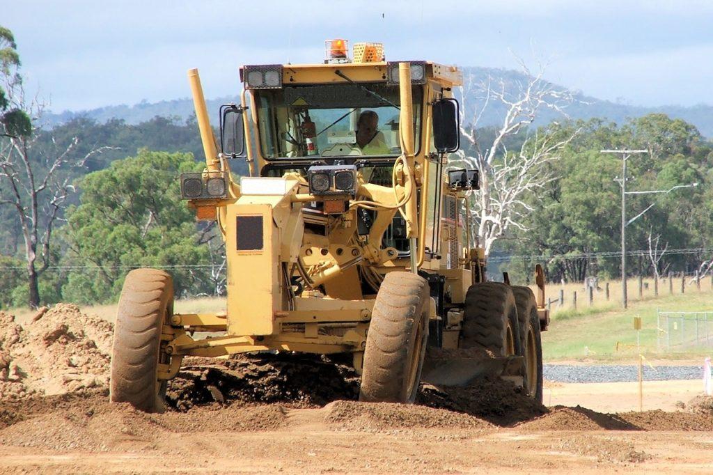 Jak przygotować podłoże pod budowę drogi?