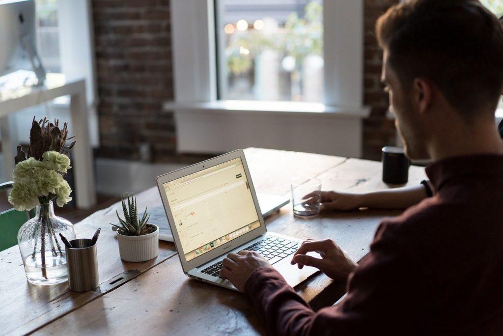 Zalety wykorzystywania laptopów w biznesie