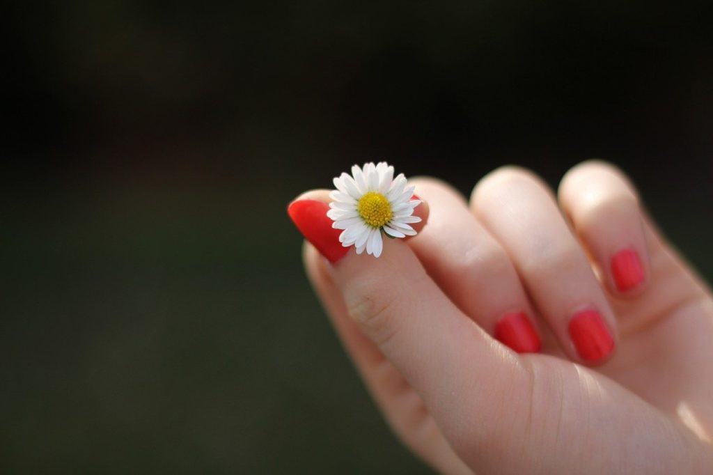 Jak dbać o piękną skórę i paznokcie?