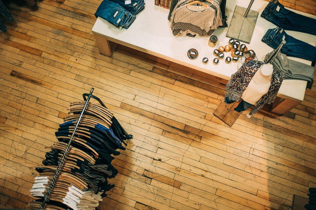 W Internecie kupisz ubrania znanych firm szybko, łatwo i bez stresu