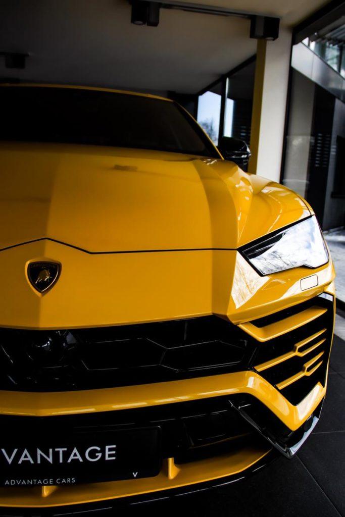 W której wypożyczalni dostaniemy renomowany samochód luksusowy?